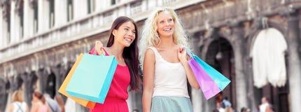 Het winkelen vrouwenbanner met zakken, Venetië Stock Afbeeldingen