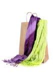 Het winkelen zak met sjaals Royalty-vrije Stock Foto