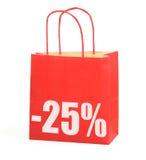 Het winkelen zak met teken -25% op wit Stock Afbeeldingen
