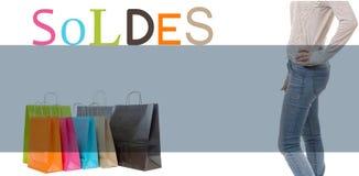 Het winkelen zakken, benen van vrouw en verkoop Stock Afbeelding