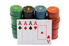 Het winnen. De Spaanders van het casino en vier azen royalty-vrije stock afbeelding
