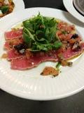 het wit van de de raketaanzet van de tonijnsalade stock foto