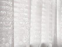 Het witte Abstracte Patroon van de Zonneblinden van het Venster van het Kant Royalty-vrije Stock Foto