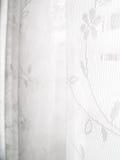 Het witte Abstracte Patroon van de Zonneblinden van het Venster van het Kant Royalty-vrije Stock Foto's