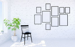 Het witte binnenland van de baksteen moderne woonkamer met leefruimte en fotokaders op muur Stock Fotografie