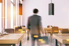 Het witte binnenland van het muurrestaurant, mens Royalty-vrije Stock Afbeeldingen