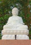 Het witte Chinese standbeeld van Boedha van de stijlmeditatie Royalty-vrije Stock Fotografie