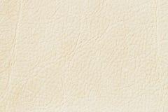 Het witte echte leer van de roomverf, bleke beige kleurenachtergrond of textuur voor achtergrond, substraat, samenstellingsgebrui Royalty-vrije Stock Foto's