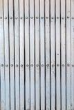 Het witte en grijze patroon van de staaldeur Stock Foto's