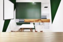 Het witte en groene onduidelijke beeld van de bureauvergaderzaal Royalty-vrije Stock Fotografie