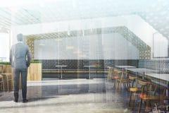 Het witte en houten binnenland van de ecobar, kant, mens Royalty-vrije Stock Foto
