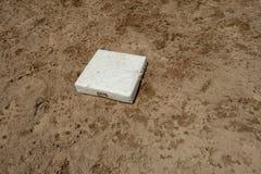 Het witte gebied van het het honkbal zandige vuil van de huisplaat stock foto