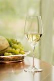 Het witte Glas van de Wijn Stock Afbeeldingen