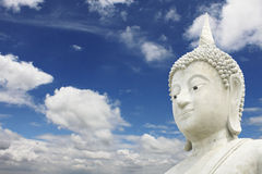 Het witte Grote standbeeld van Boedha stock foto