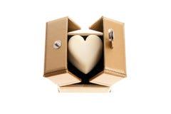 Het witte Hart van de Chocolade in een Gouden Doos Stock Fotografie