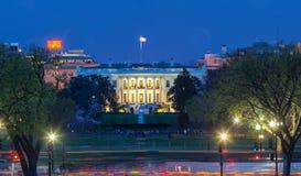 Het Witte Huis bij nacht - Washington DC stock foto's