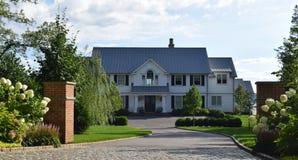 Het witte Huis van de Waterkant Royalty-vrije Stock Afbeelding