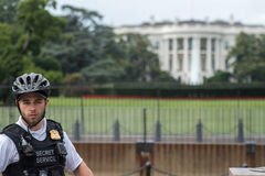 Het Witte Huis van Washington D C , De V.S. - 21 JUNI, 2016 - Geheime de dienstagent bij de Wit Huisbouw Royalty-vrije Stock Foto's