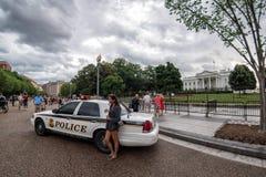 Het Witte Huis van Washington D C , De V.S. - 21 JUNI, 2016 - Mensen die beelden op rug van de Wit Huisbouw nemen Royalty-vrije Stock Fotografie