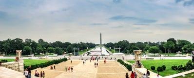 Het Witte Huis van Washington D C / De V.S. - 07 12 2013: Panorama in Lincoln Memorial Reflecting Pool en Washington Monument Royalty-vrije Stock Afbeeldingen