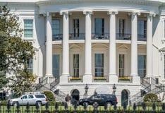 Het Witte Huis van het Zuidengazon wordt bekeken op een heldere dag - Washington D die C , de V Stock Afbeelding
