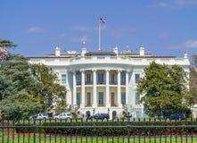 Het Witte Huis van het Zuidengazon wordt bekeken op een heldere dag - Washington D die C , de V Royalty-vrije Stock Afbeeldingen