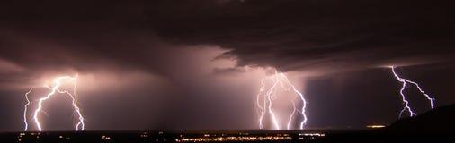 Het witte Onweer van de de Waaierbliksem van de Zandraket Royalty-vrije Stock Afbeeldingen