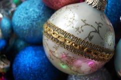 Het witte Ornament van Kerstmis Stock Afbeeldingen