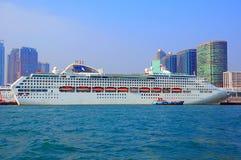 Het witte schip van de luxecruise Stock Foto's