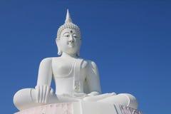 Het witte standbeeld van Boedha Royalty-vrije Stock Afbeeldingen