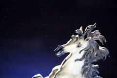 Het witte stof van het paardcijfer stock afbeelding