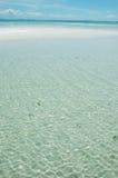 Het witte Strand van het Zand, Blauwe Hemel! Stock Foto