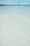 Het witte Strand van het Zand, Blauwe Hemel! Royalty-vrije Stock Afbeelding