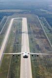 Het witte vliegtuig gaat van start Stock Foto