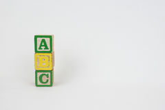 Het Woord ABC in de Blokken van Houten Kinderen Stock Fotografie