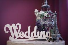 Het woord` Huwelijk ` van witte houten brieven wordt gemaakt die royalty-vrije stock afbeeldingen