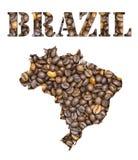 Het woord van Brazilië en de kaart van het land met de achtergrond die van koffiebonen gestalte wordt gegeven Stock Fotografie