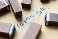 het woord van de alfabetbrief onmogelijk van de doopvont van zegelbrieven op papier Stock Foto