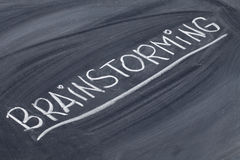Het woord van de brainstorming op bord Stock Afbeeldingen