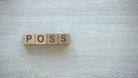 Het woord van de mogelijke, eindemotie op houten kubussen, mogelijkheden, motivatie en doelstellingen stock videobeelden