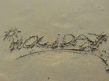 Het woord van de vakantie dat in zand wordt geschreven Royalty-vrije Stock Foto