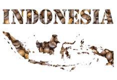 Het woord van Indonesië en de kaart van het land met de achtergrond die van koffiebonen gestalte wordt gegeven Stock Afbeeldingen