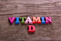 Het woord van vitamined van houten brieven wordt gemaakt die stock fotografie