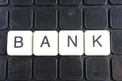 Het woordkruiswoordraadsel van de banktekst De alfabetbrief blokkeert de achtergrond van de speltextuur Zwarte achtergrond Royalty-vrije Stock Afbeelding