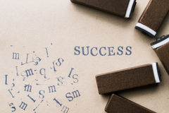 het woordsucces van de alfabetbrief van de doopvont van zegelbrieven op document FO Royalty-vrije Stock Foto's