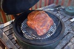 Het worden klaar en laag te vertragen een varkensvleesuiteinde Stock Afbeelding