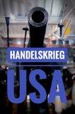 Het Wort van DEM van Kanone mit Granaten und in deutsch Handelskrieg de V.S. in de oorlog de V.S. van de englischhandel royalty-vrije stock afbeeldingen