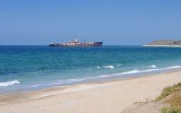 Het wrak van het schip op de Zwarte Zee - Costinesti royalty-vrije stock afbeeldingen