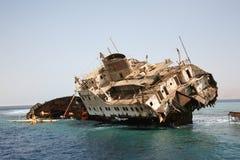 Het Wrak van het schip in Rode Overzees royalty-vrije stock afbeeldingen