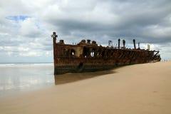 Het Wrak van het Schip van Maheno - Fraser Eiland, Australië stock foto's